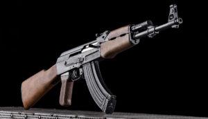 Lövészet Kalashnikov AK 47 típusú fegyverrel Budapesten