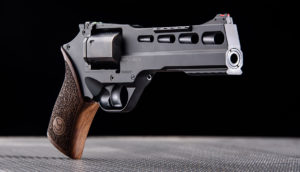 Lövészet Chiappa Rhino 60 DS típusú revolverrel