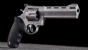Lövészet Taurus M454 típusú fegyverrel Budapesten