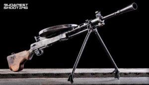 Élménylövészet DP 28 típusú fegyverrel Budapesten